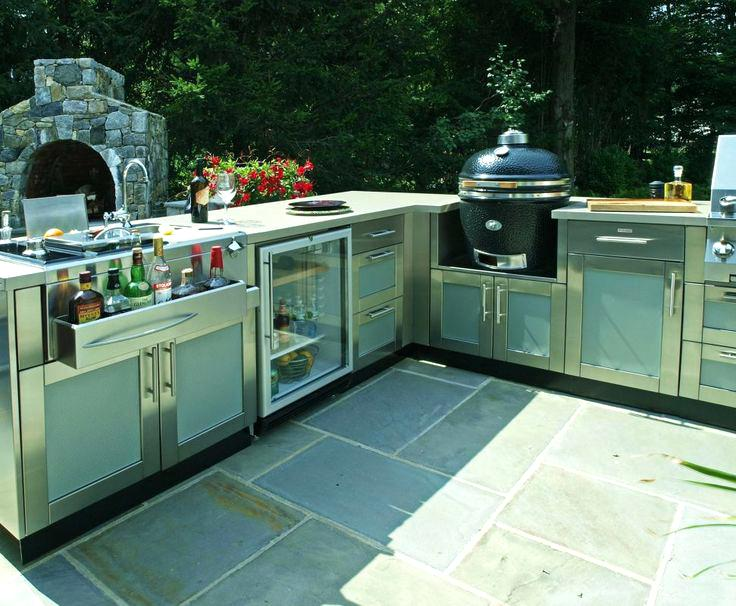 Danver Cabinets This Large L Shaped Outdoor Kitchen Design Includes Paneled  Cabinetry By A Bar
